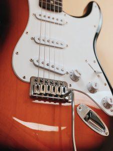 Close up image of an electric guitar.
